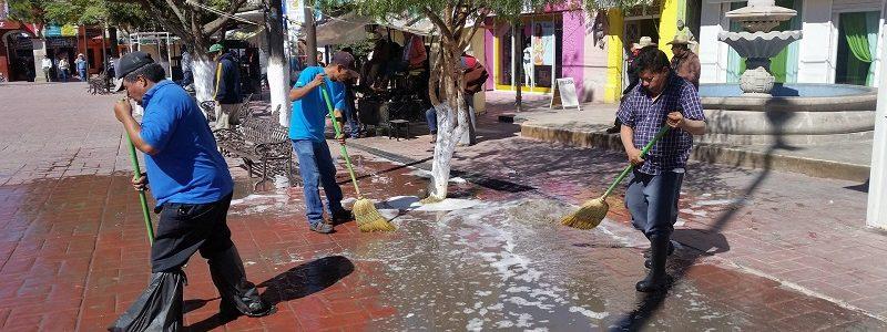 A través de la dirección de obras y servicios públicos realizan trabajos de mantenimiento en los espacios públicos de la cabecera.
