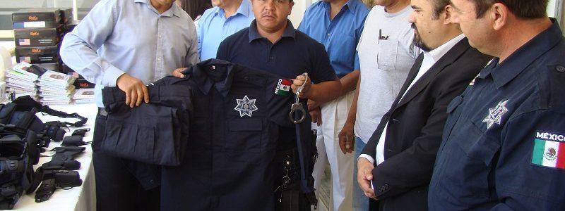 Entrega el alcalde material didáctico y táctico a policías municipales