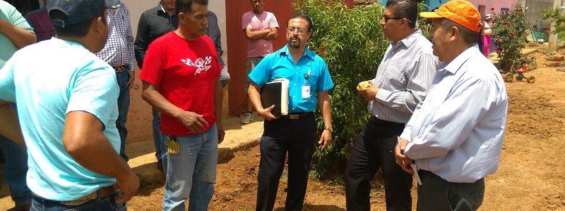 Recorre Julio Ramirez Lopez la zona siniestrada de la Col. Progreso de A. M.