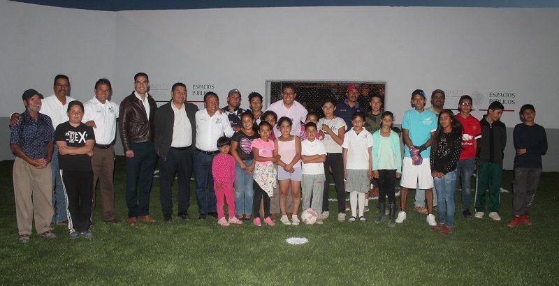 Gobierno construye cancha de futbol sintético y remodela el parque San Pedro